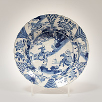 Blue and white porcelain dish in the Kraak style - China, Kangxi, circa 1700