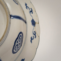 Blue and white porcelain dish in the Kraak style (detail), China, Kangxi, circa 1700 [thumbnail]