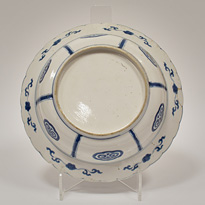 Blue and white porcelain dish in the Kraak style (base), China, Kangxi, circa 1700 [thumbnail]