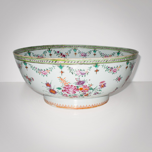 Famille-rose export porcelain bowl, China, 18th century