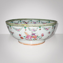 Famille-rose export porcelain bowl - China, 18th century