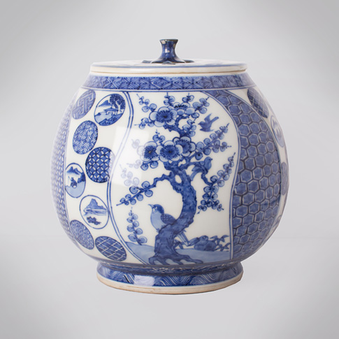 Shonzui style blue and white porcelain water jar (mizusashi), Japan, Meiji era, circa 1900
