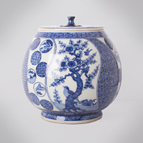Shonzui style blue and white porcelain water jar (mizusashi), Japan, Meiji era, circa 1900 [thumbnail]