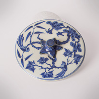 Shonzui style blue and white porcelain water jar (mizusashi) (lid), Japan, Meiji era, circa 1900 [thumbnail]