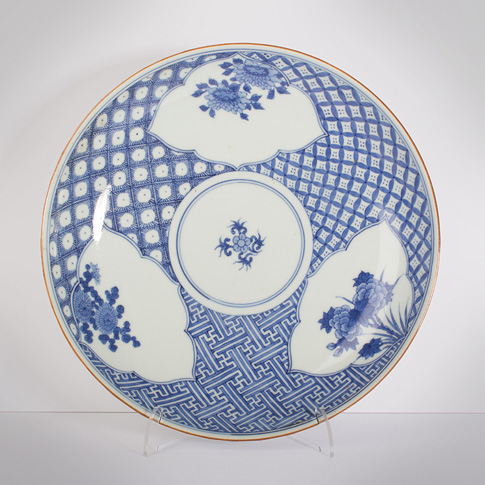Pair of blue and white porcelain dishes, by Seiun, Japan, 19th century