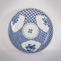 Pair of blue and white porcelain dishes, by Seiun (top side), Japan, 19th century [thumbnail]