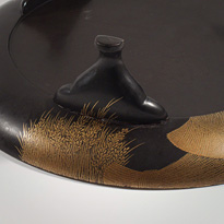 An unusual shaped lacquer tripod dish (close-up of leg, from the bottom), Japan, Edo Period, 18th century [thumbnail]